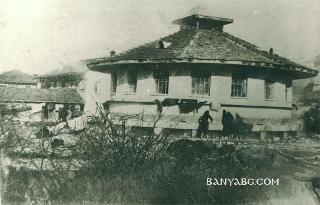 Старата кръгла пералня в село Баня